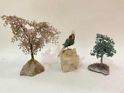 Deux arbres de vie et un perroquet branché...
