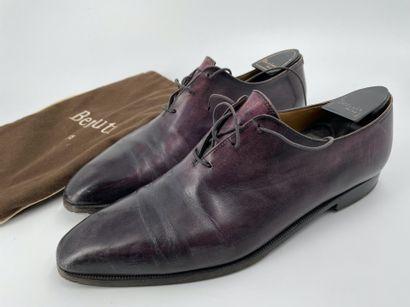 BERLUTI  Paire de souliers en cuir aubergine...