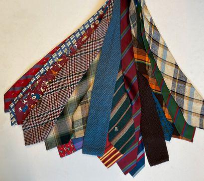 Ensemble d'environ 19 cravates dont Nina...