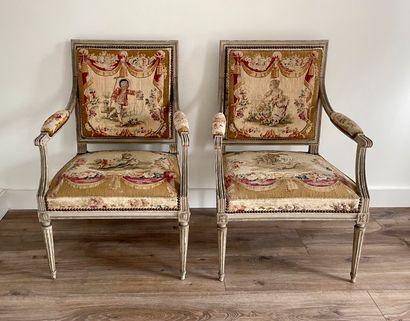 Paire de fauteuils laqué dit à la Reine,...