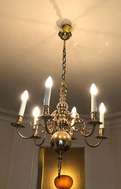 Lustre à 6 bras de lumières  Style hollandais...