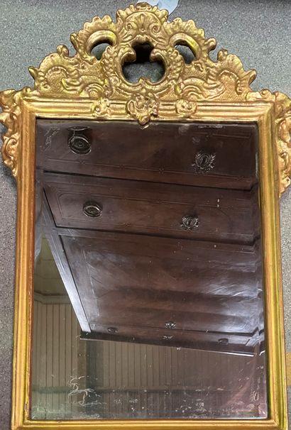 Miroir  Epoque XVIIIe redoré  74 x 52 cm...