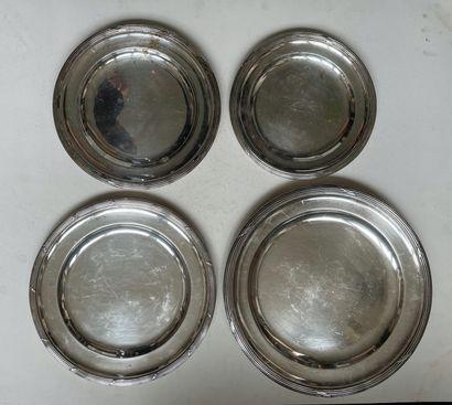 ERCUIS  Quatre plats en métal argenté à décor...