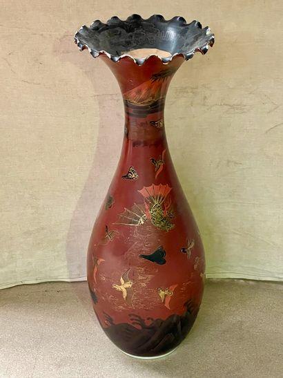 Japon  Grand vase monté en lampe laqué à...