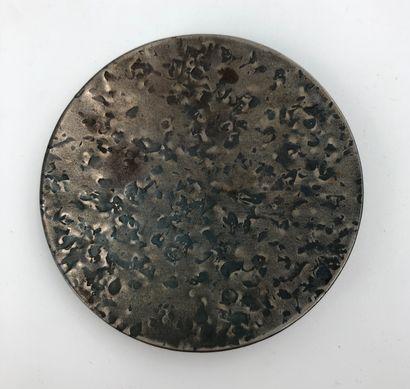 Petite coupelle en métal argenté martelé...