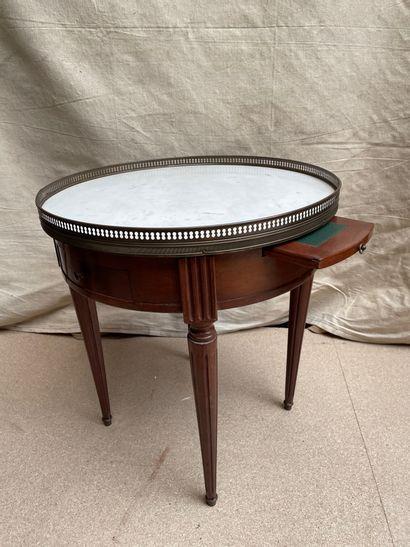 Petite table bouillotte à plateau de marbre...