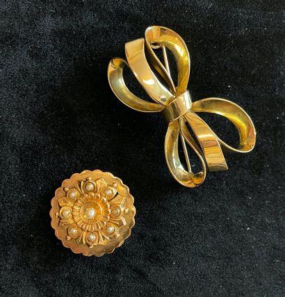 Lot d'or 14 K (585 °/°°) comprenant une broche...