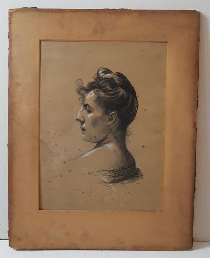 Portrait de femme en buste  Deux fusains...