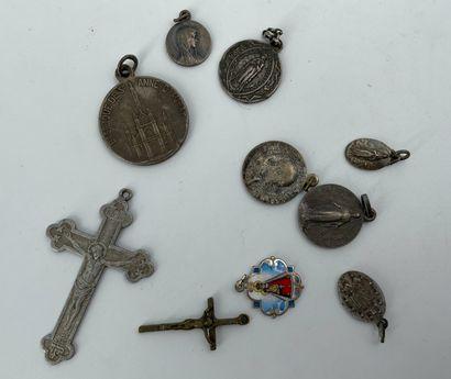 Lot de médailles miraculeuses en métal et...