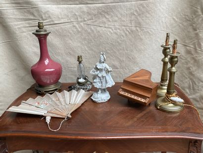 Lot de bibelots dont vase monté en lampe...
