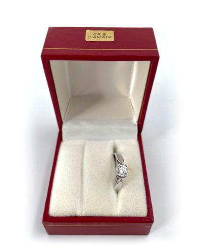 Bague en or blanc 18K 750°/°° ornée d'un diamant monté en solitaire Poids brut:...