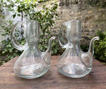 Paire de burettes en verre soufflé.  XIXe...