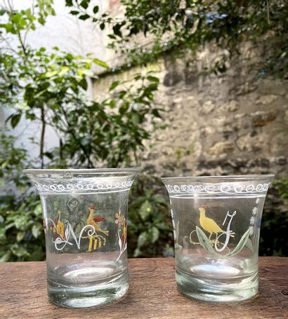 Deux gobelets dit « de mariage » en verre...