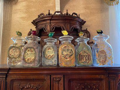 Six pots à pharmacie en verre de Venise...