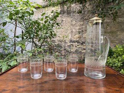 Pichet et cinq verres à orangeade en cristal...