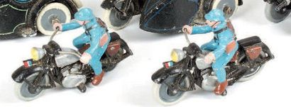Motocycliste. (1933) 1 moto simple et 1 side-car...