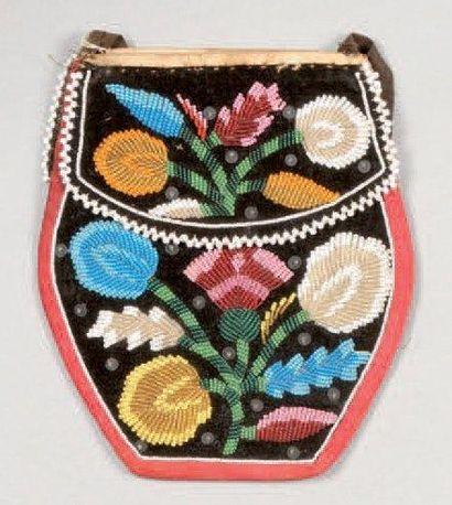 Cinq petits sacs perlés Iroquois. Six Nations...