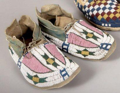Mocassins perlés Sioux anciens. Dakota du...
