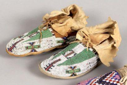 Mocassins perlés Sioux. Dakota du Sud, U.S.A....