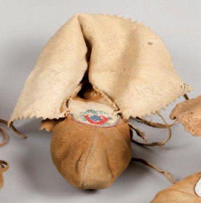 Mocassin perlé (un seul pied). Cree des Forêts...