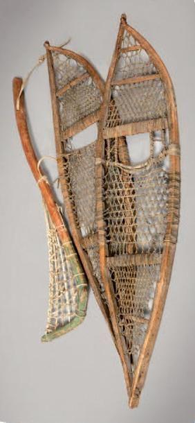 La crosse Iroquoise et une paire de raquettes...