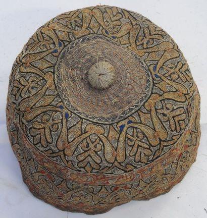 Bonnet brodé – Turkmène – ( ?) – H. : 9 cm...