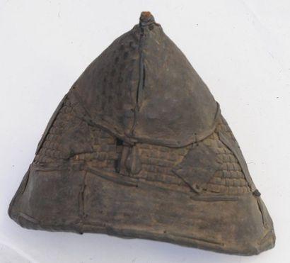 Chapeau Tchad – H. : 20 cm – L. : 27 cm Vannerie...