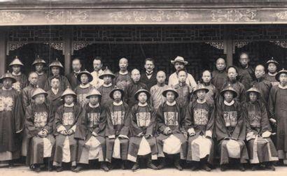 CHINE - Epoque QIANLONG (1736 - 1795) Cachet en steatite beige et rouille, au revers,...