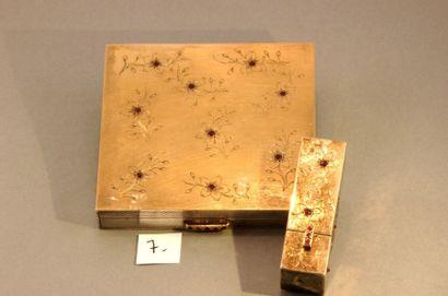 Lot en or 18k et argent Étui pour rouge à lèvres (38,84g) - Poudrier, à décor floral...