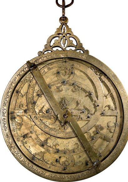 Astrolabe maghrébin du XIVe siècle Astrolabe...