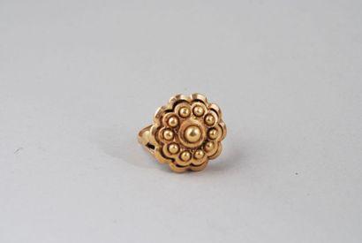 Bague « fleur » en or jaune 18K Poids : 4,88...