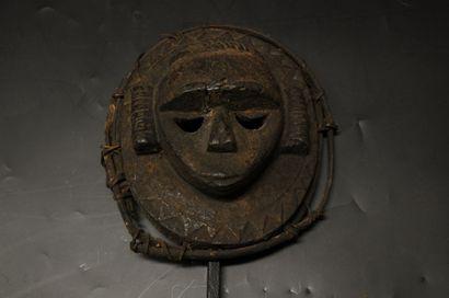 Masque Eket. Nigéria. En bois avec une épaisse...