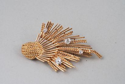 Broche de forme « gerbe » de revers en or...