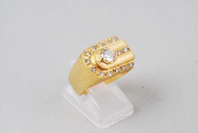 Bague chevalière en or jaune guillochée 14K...