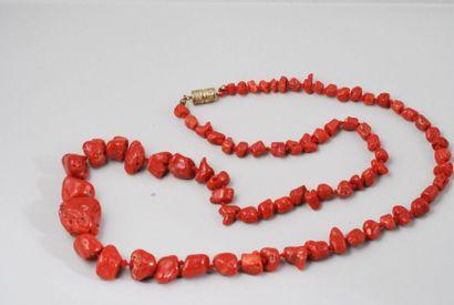 Collier de perles de racine de corail en...