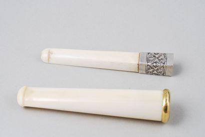 Porte cigare et cigarette  L'un en ivoire...