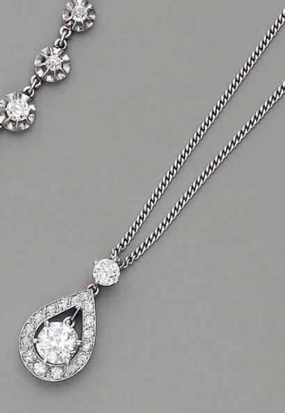 PENDENTIF poire, en or et diamants