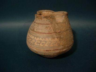 Vase trilobé orné d'une frise de bouquetins....