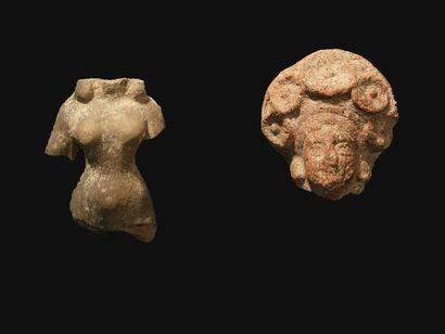 Deux fragments de déesses-mères. En terre...