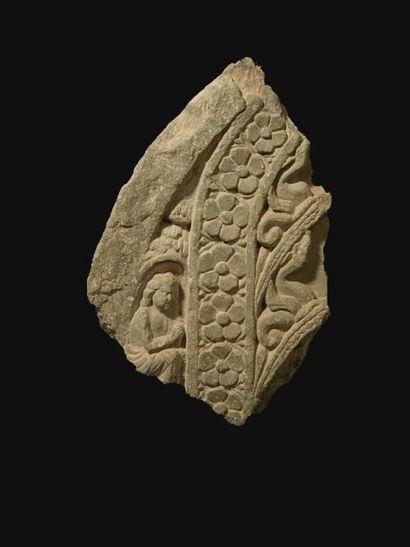 Fragment orné d'églantines (symbole de l'Eveil)...