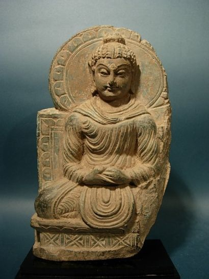 Bouddha en méditation. En stéatite verte....