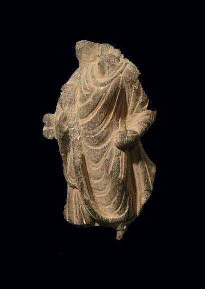 Torse de Bouddha. En schiste. H : 7.5 cm