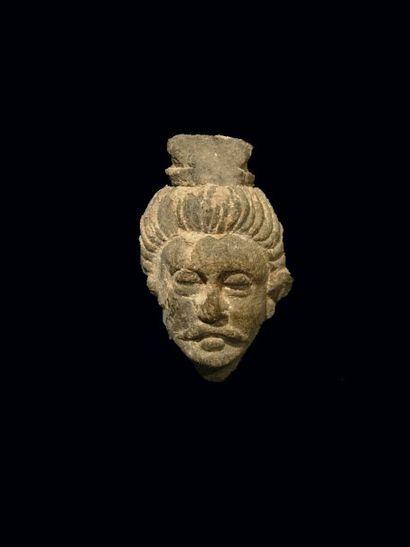 Visage de Bouddha. En schiste. H : 6 cm