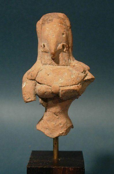 Buste de déesse-mère. En terre cuite. H :...