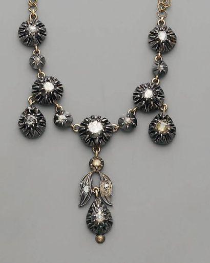 COLLIER XIXe, en or, argent, diamants taillés...