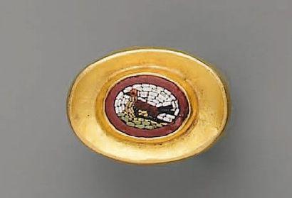 BAGUE XIXe, en or et mosaïque de pierres...
