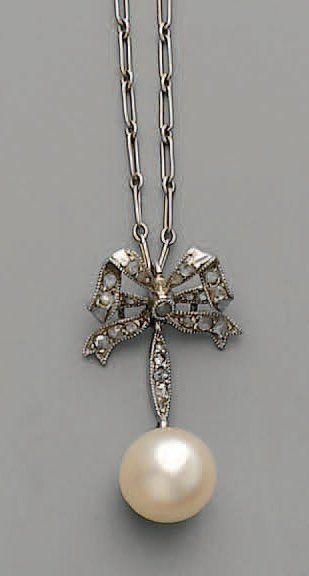 PENDENTIF noeud 1910, en or, argent, diamants...