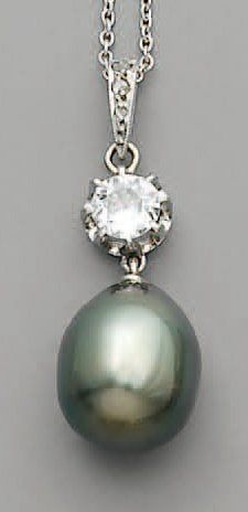 PENDENTIF, perle noire de TAHITI et diamants,...