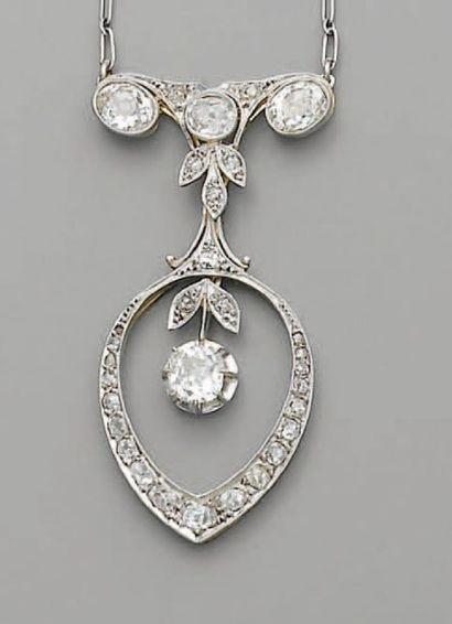 PENDENTIF 1925, en platine et diamants