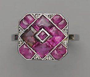 BAGUE 1925, en platine, rubis et diamant...